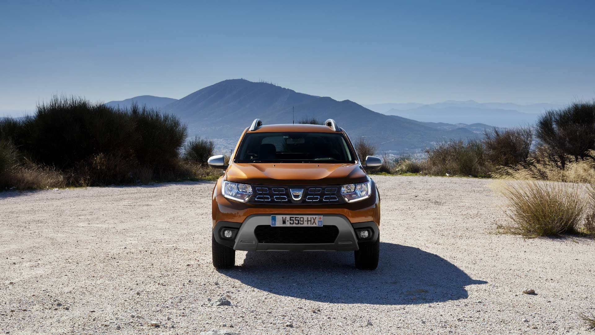 Dacia Duster orange fra foran
