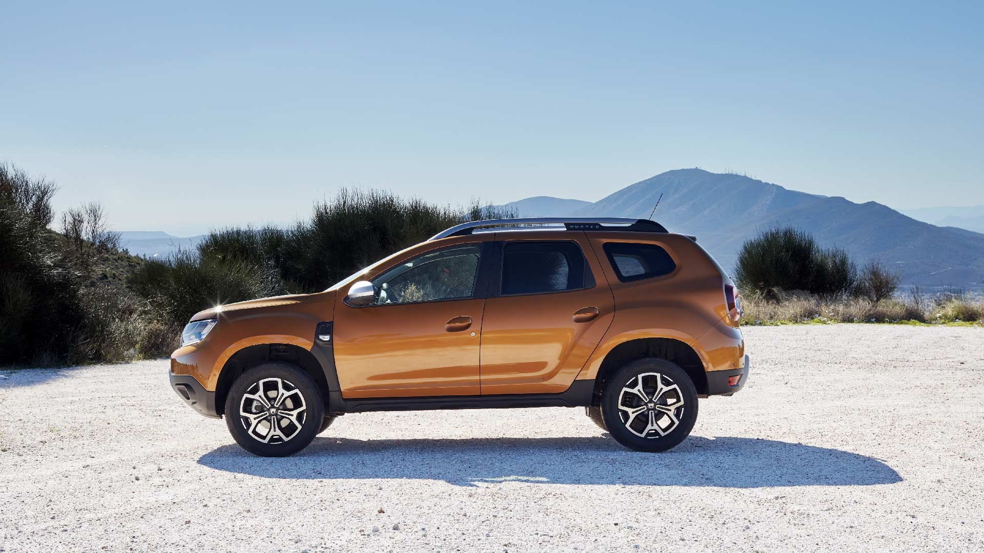 Dacia Duster orange fra siden