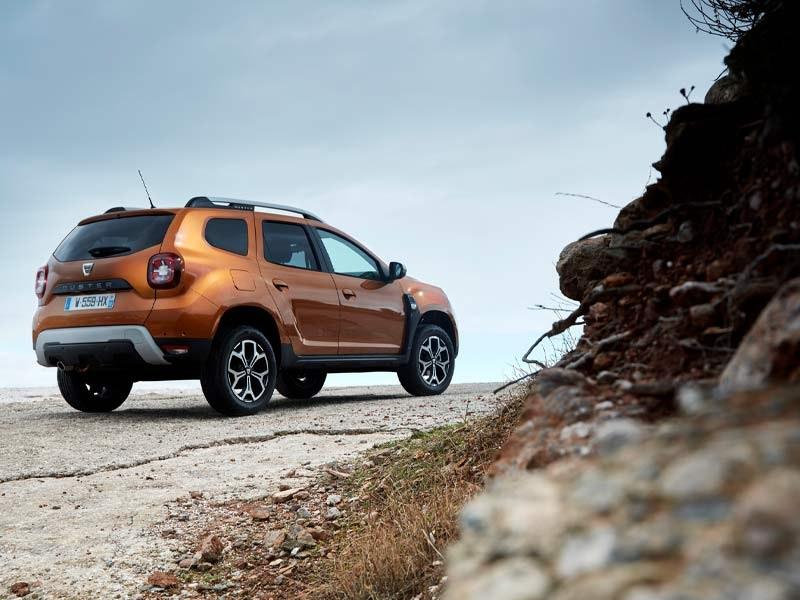 Dacia Duster orange bagfra