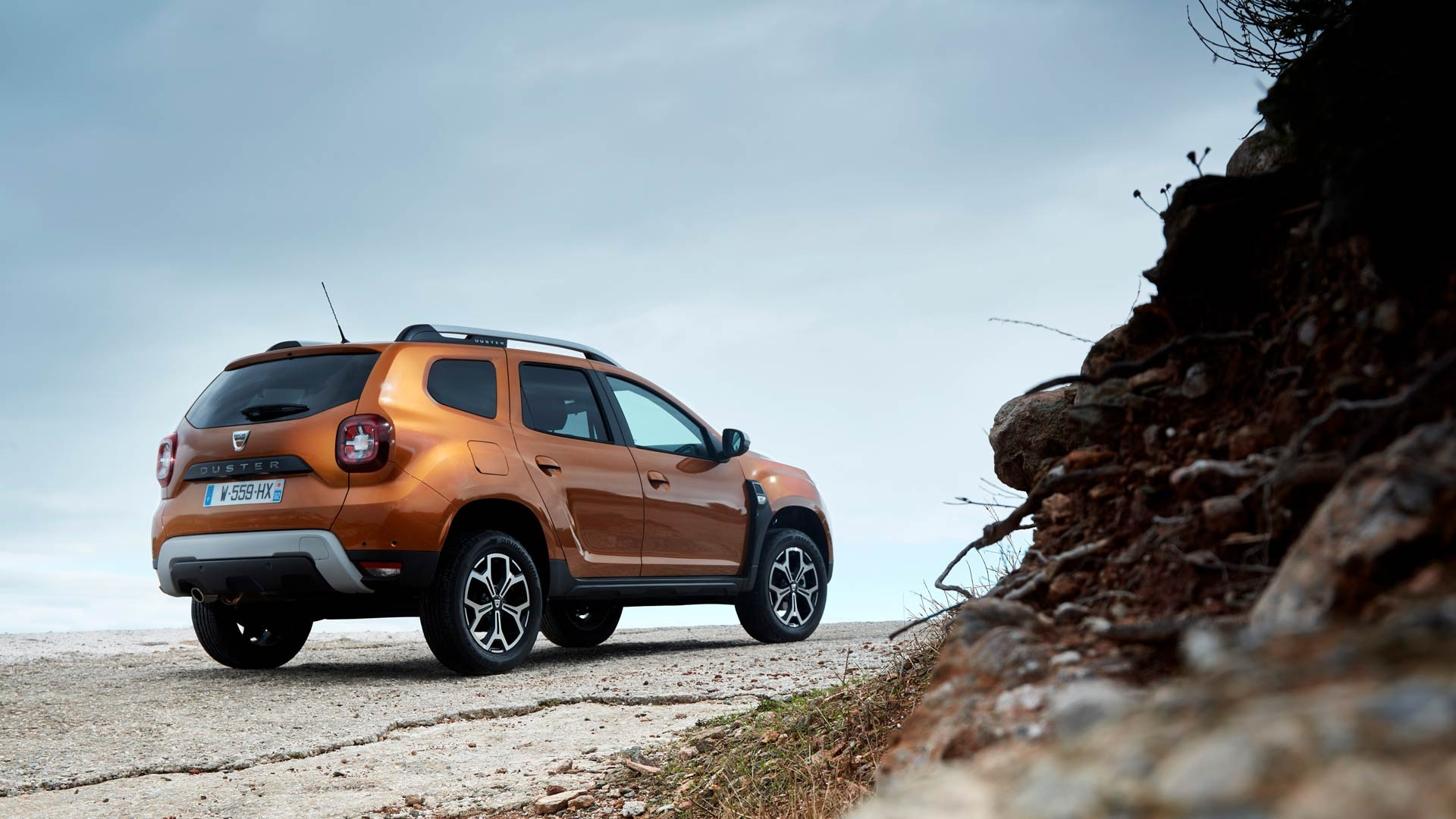 Dacia Duster orange bagfra