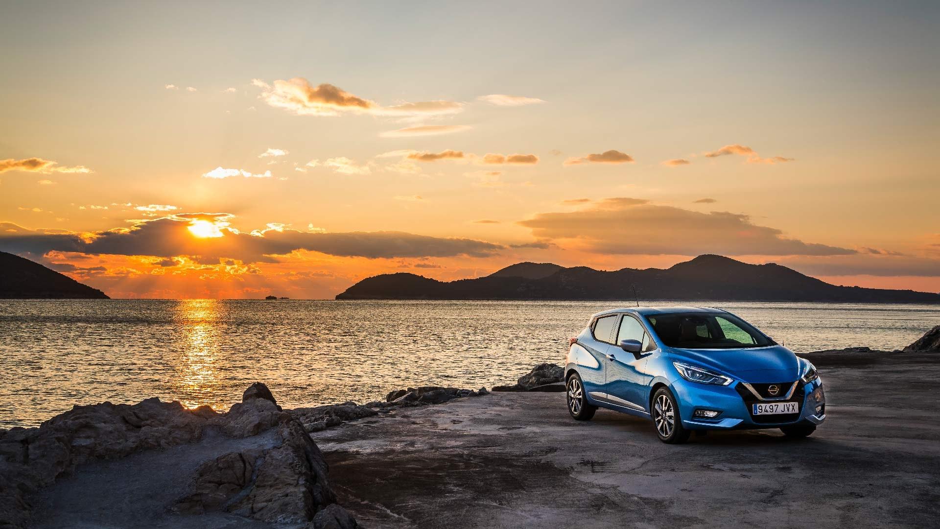 Nissan Micra i blå front