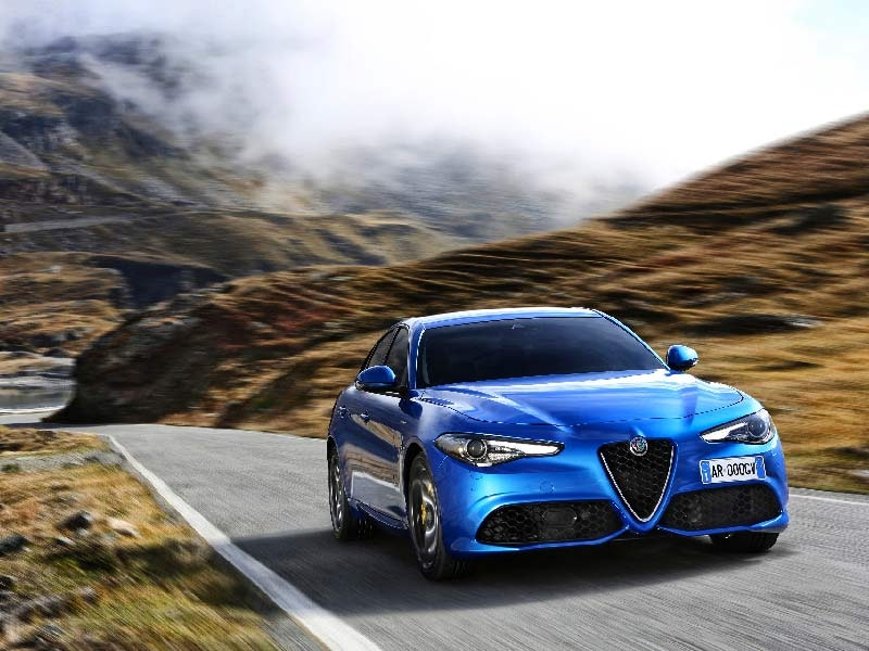 Alfa Romeo Giulia front i blå