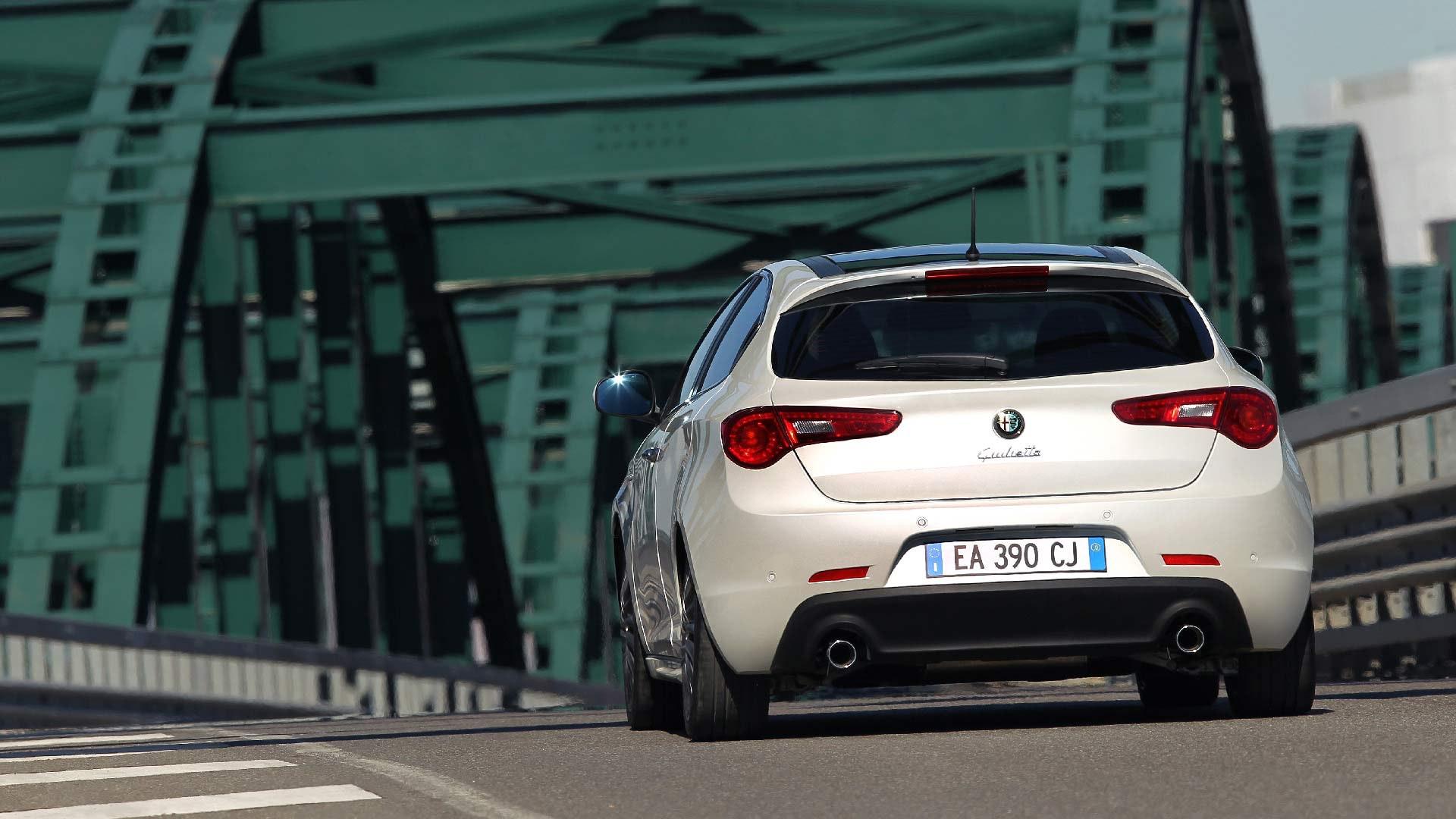 Alfa Romeo Giulietta hvid bagende
