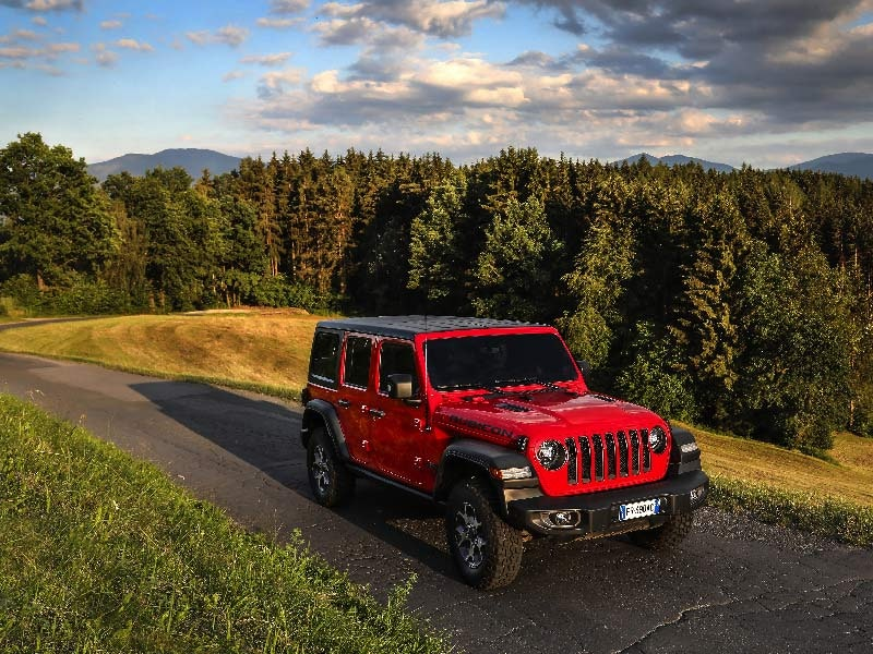 Jeep Wrangler rød front