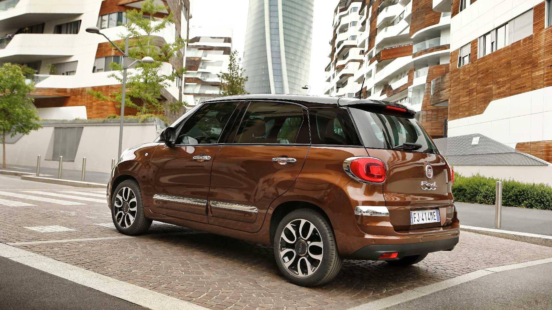 Fiat 500L brun side