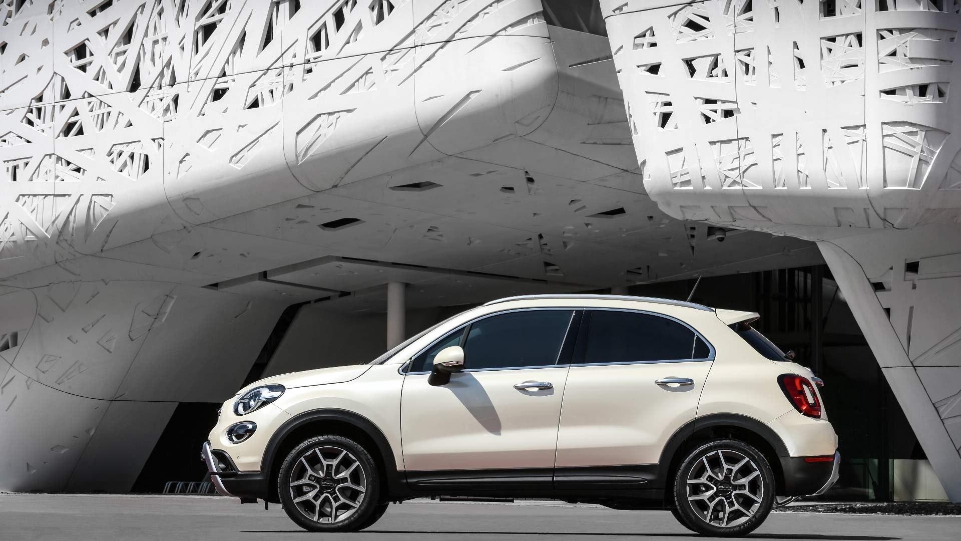 Fiat 500X hvid fra siden