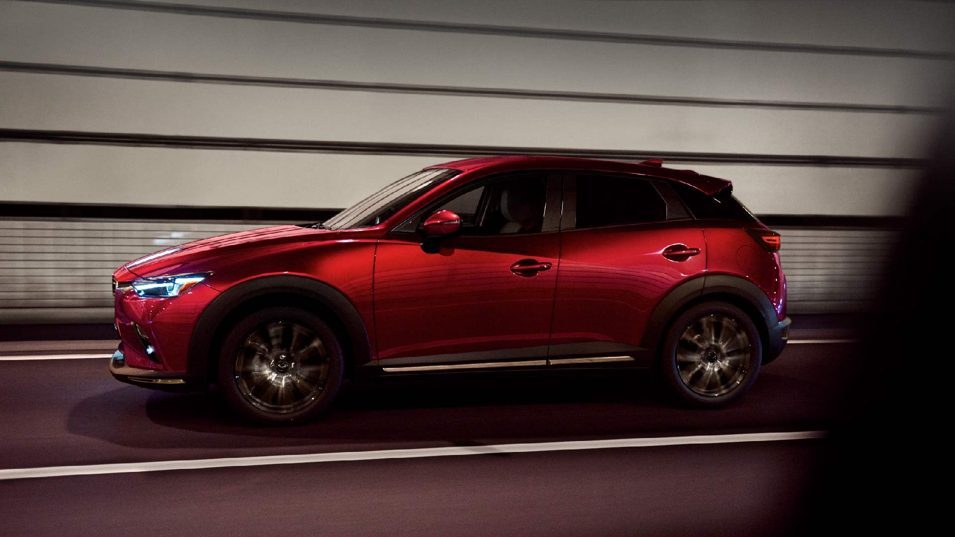 Mazda CX-3 rød fra siden