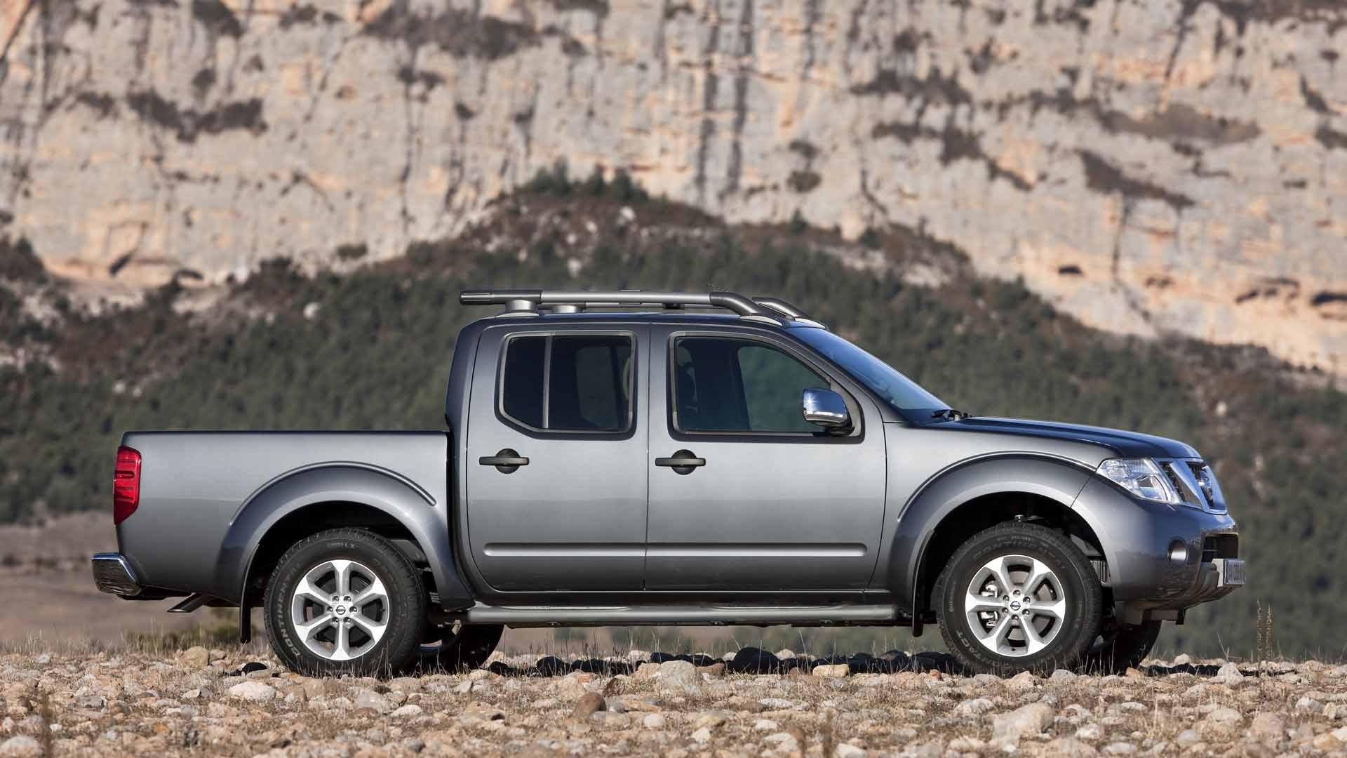 Nissan Navara sølv fra siden