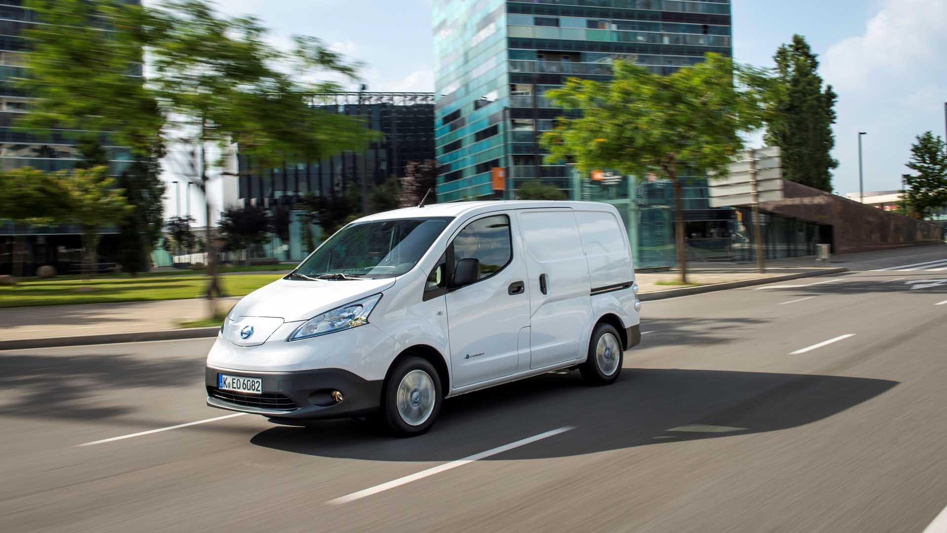 Nissan E-NV200 VAN hvid i fart