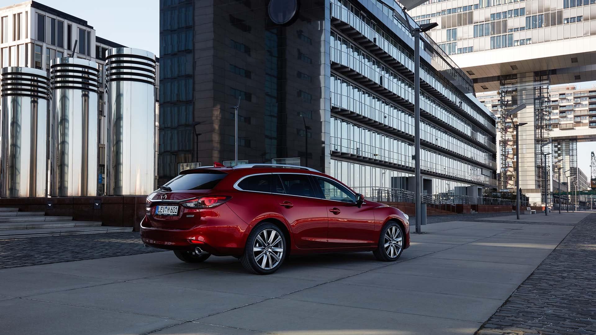 Mazda 6 Stationcar rød bagfra