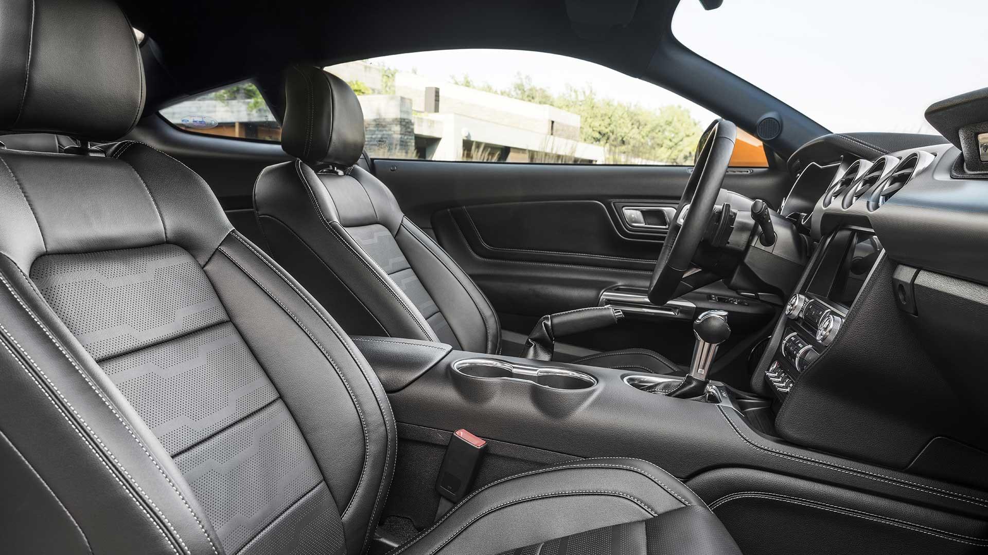 Ford Mustang indeni