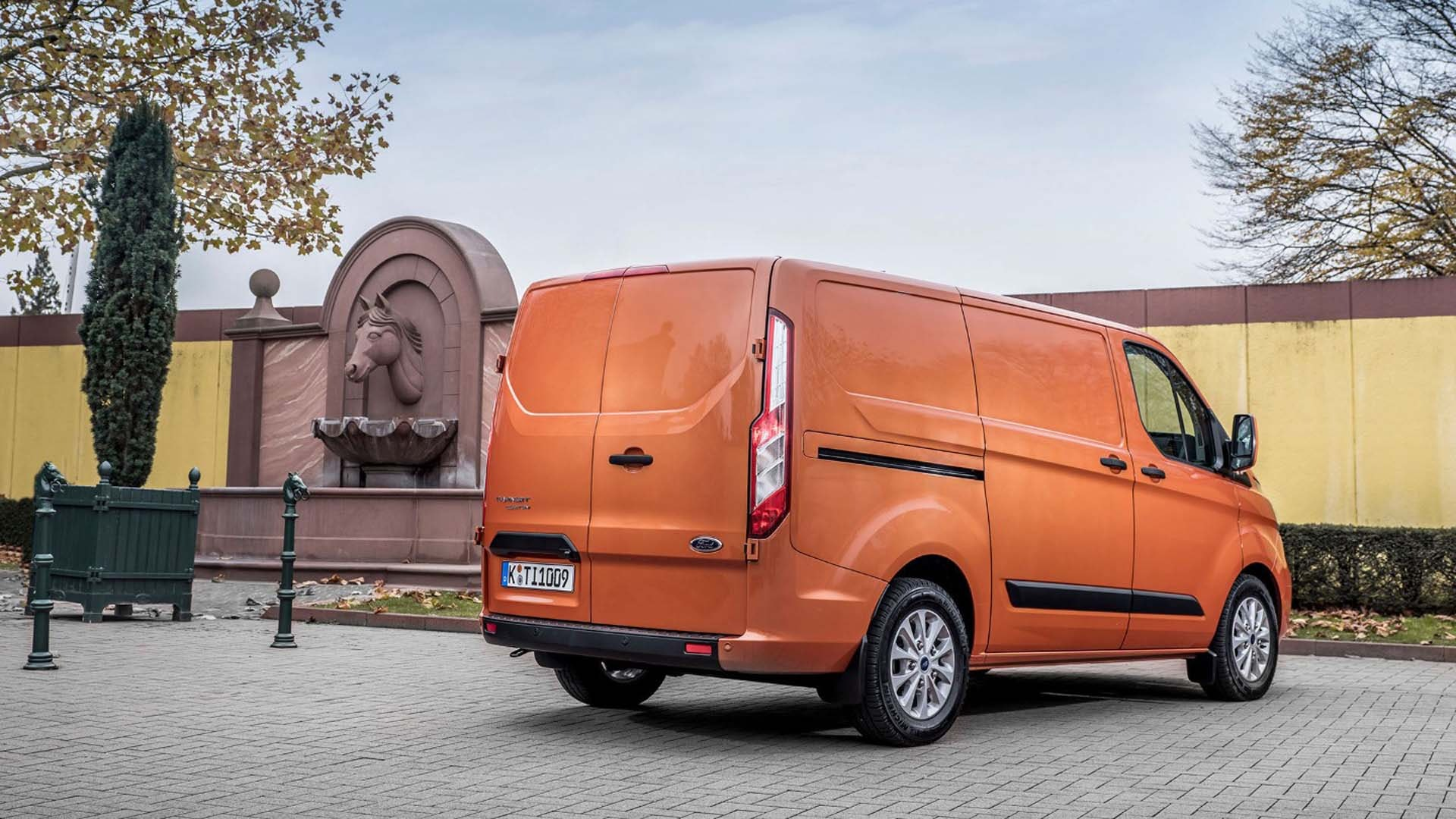 Ford Transit Custom orange
