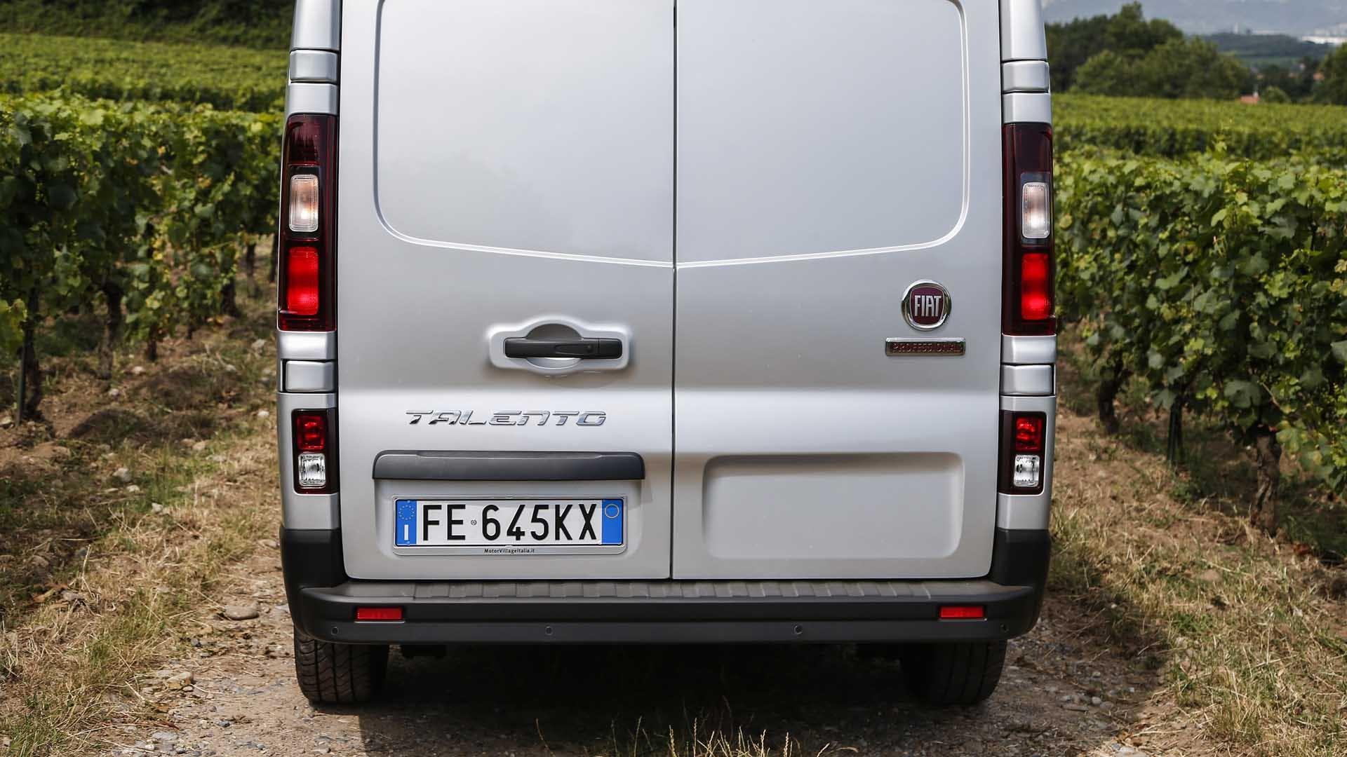 Fiat Talento bagfra grå statisk